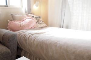テイストと合わせた収納付きベッド