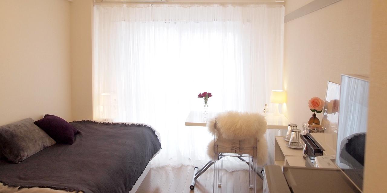 【こだわりの部屋づくりvol.9】白ベースのモノトーンインテリア!6畳でも人が集まれる部屋づくり(karinaさん)