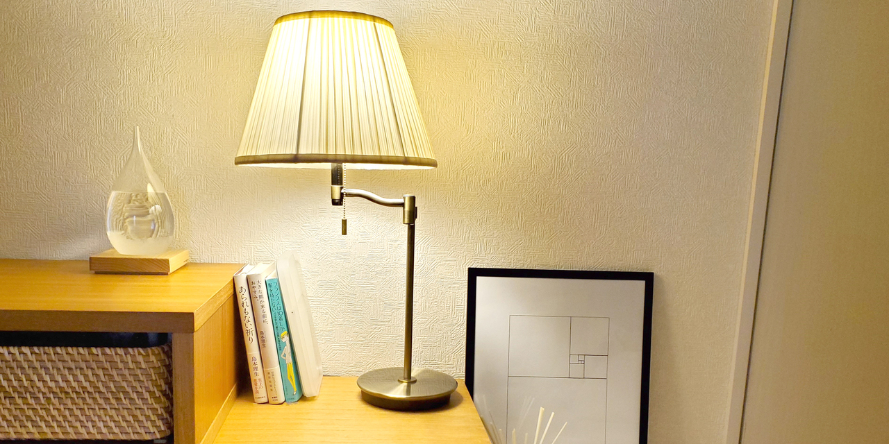 【こだわりの部屋づくりvol.15:前編】 収納なしで、日当たりが悪くてもできる!空間を生かしたシンプル&スタイリッシュな部屋(_kiinakoさん)