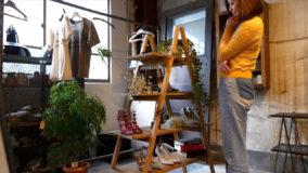 """西内ひろさんが作る、""""見せる収納""""に使えるラダーシェルフ – Ladder shelves DIY"""