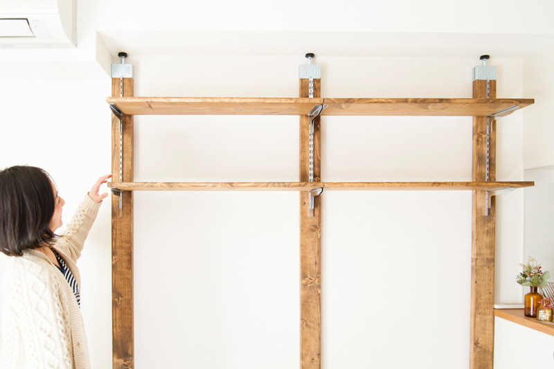 柱を立てて棚を作る