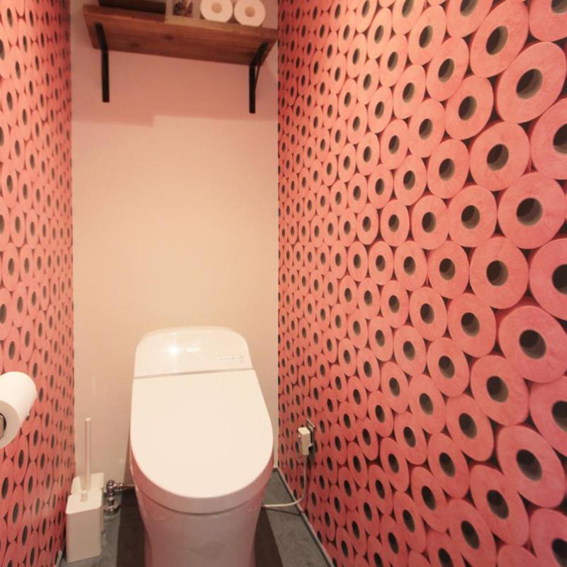 トイレの大胆な壁紙