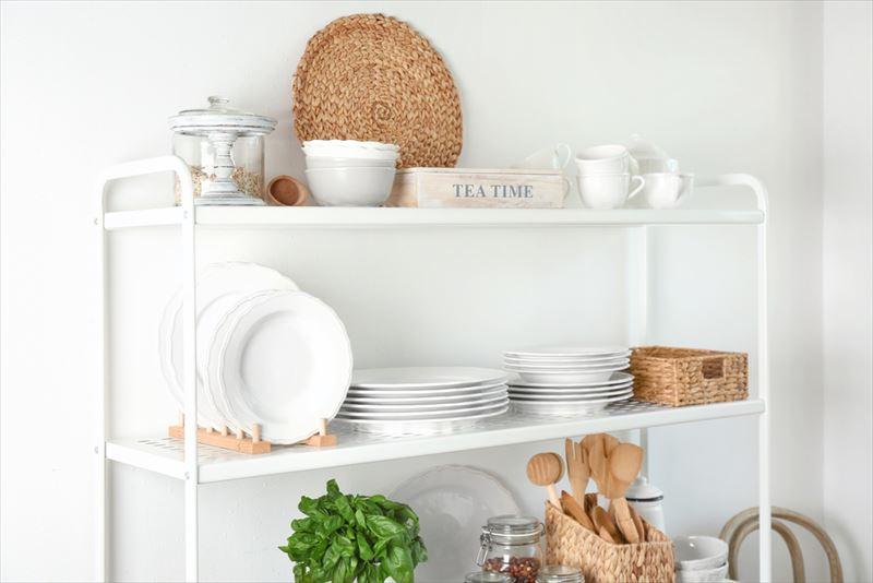 整理された食器棚