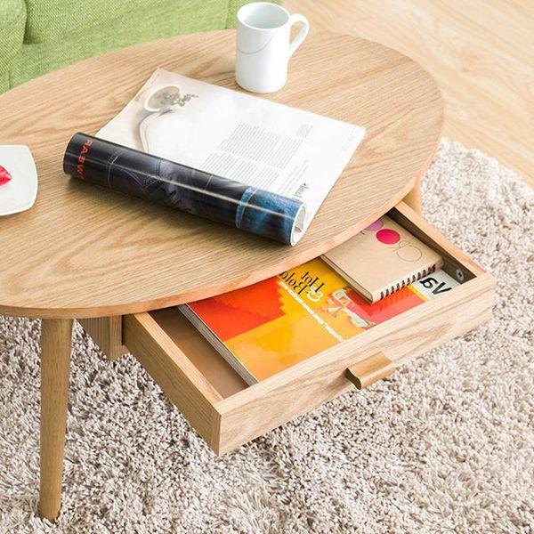 部屋のスタイルと合わせた色のテーブル