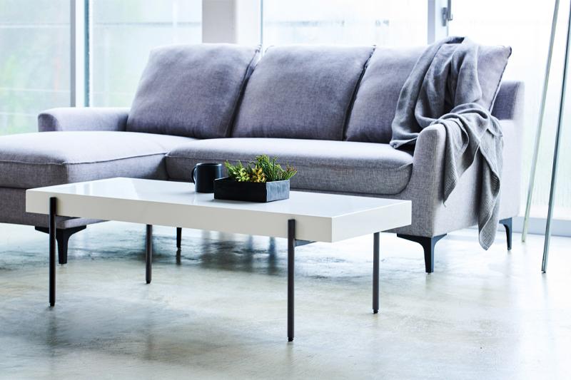モダンな白のローテーブル