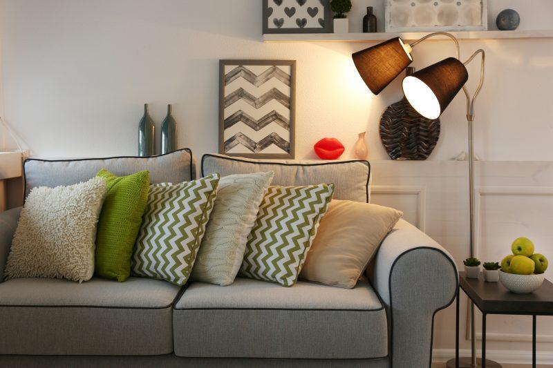 ソファの横に置く間接照明