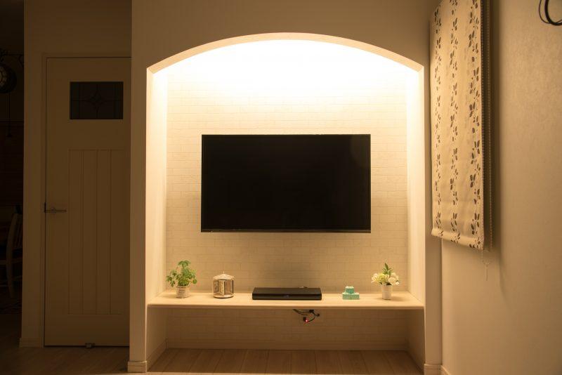 テレビ周りに間接照明