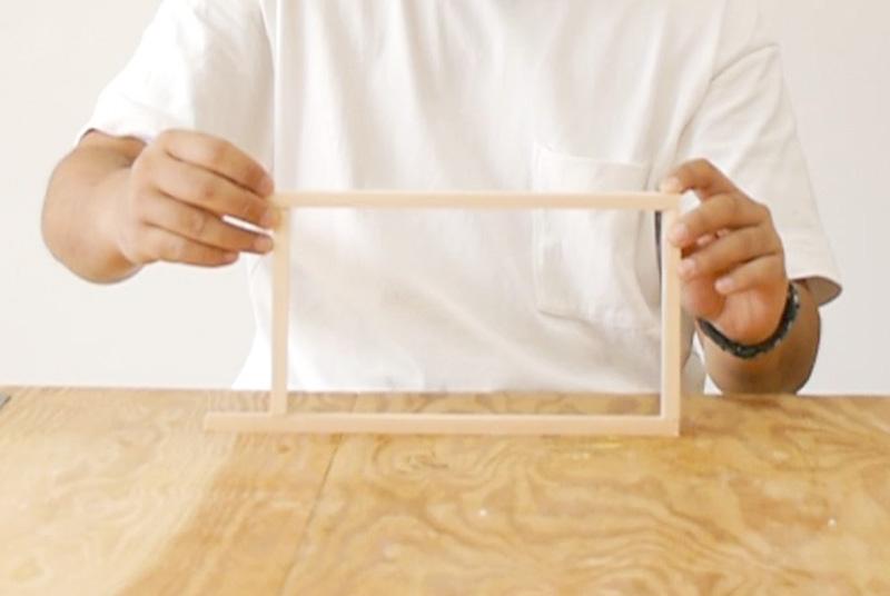 木の棒を組み立てる