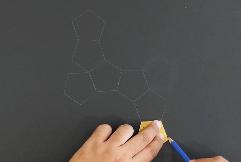 五角形を元に展開図を描く