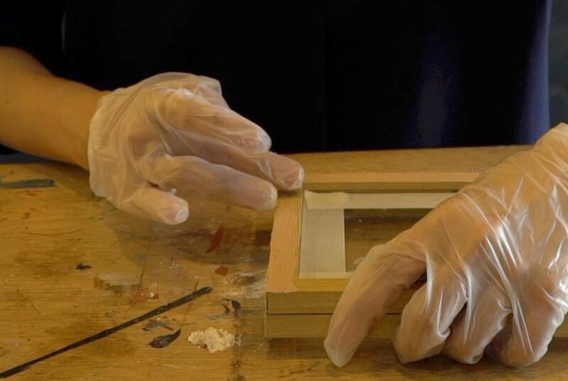 木工パテを塗ります
