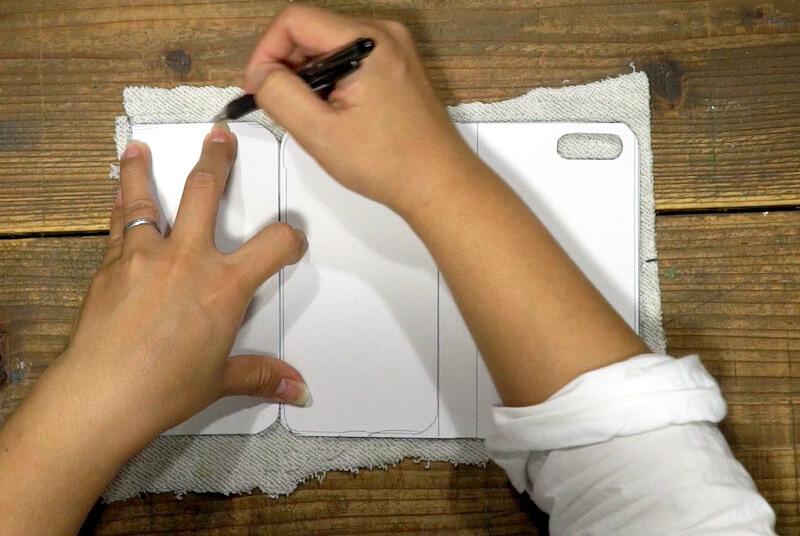 型紙(A)(E) をつかい、表部分になる生地に線をひく