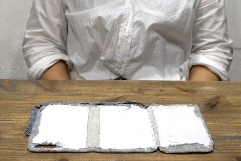 型紙(E)を⑪に張り付け、周りの余分な布を織り込んでボンドで張り付ける