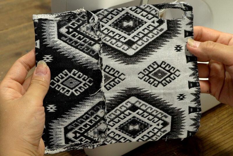布(B)のポケットになる部分をミシンで縫い付ける