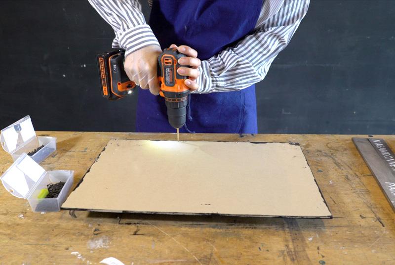 コの字にした木材にMDFを裏側からビスで留める