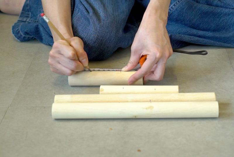 杭 300 mmは両端から 120 mm、杭 150 mmは両端から 45 mmの位置に印を付ける