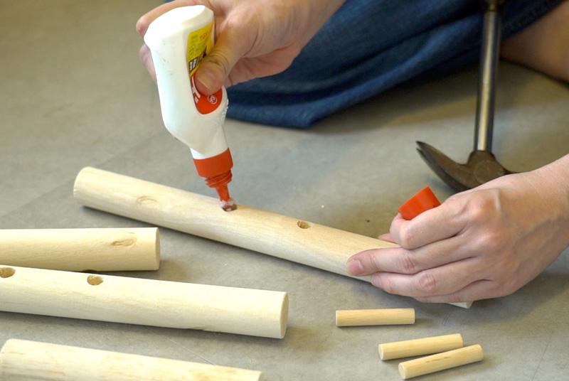 木工ボンドを流し入れる