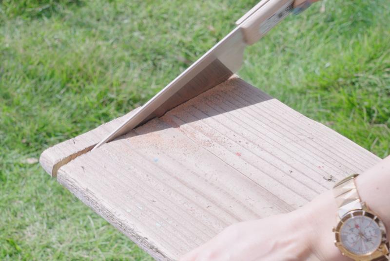 背板と棚板で使う足場板をカット