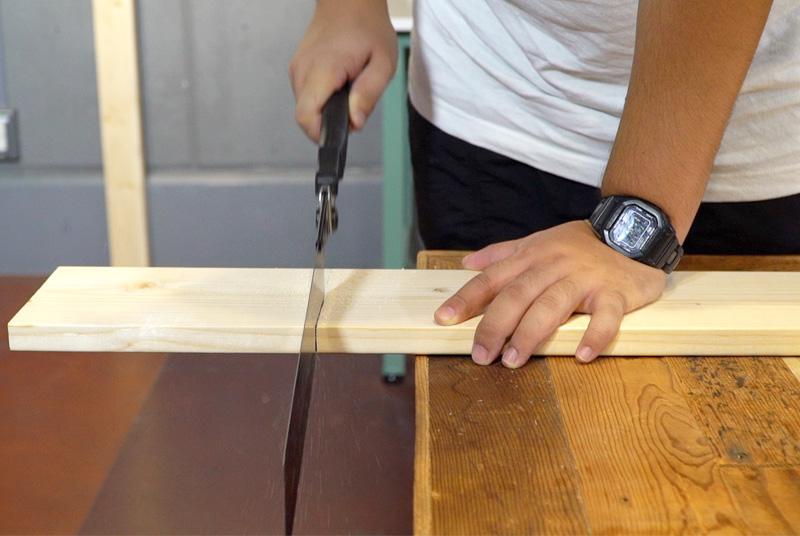 天板用の板をカット