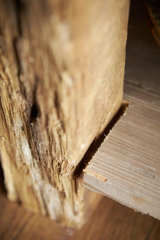 釘は打たずに隣の棚や壁で支える構造