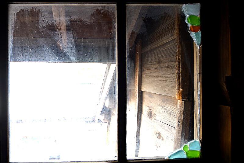 シーグラスをつかって再生させた窓ガラス