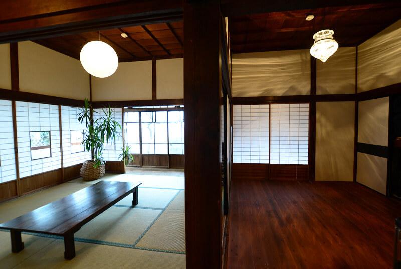 小部屋とリビングルーム