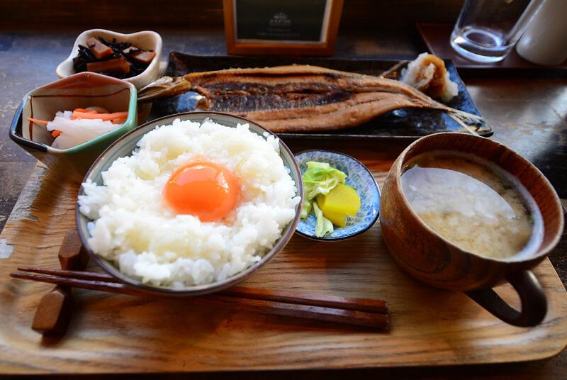 サンマの干物とこだわりの卵かけご飯