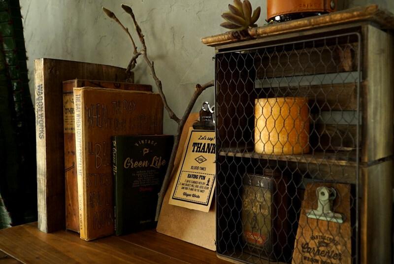 手作りのブックカバーで雑誌や小説を目隠し