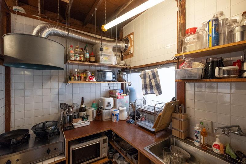 手作り感あふれるキッチン