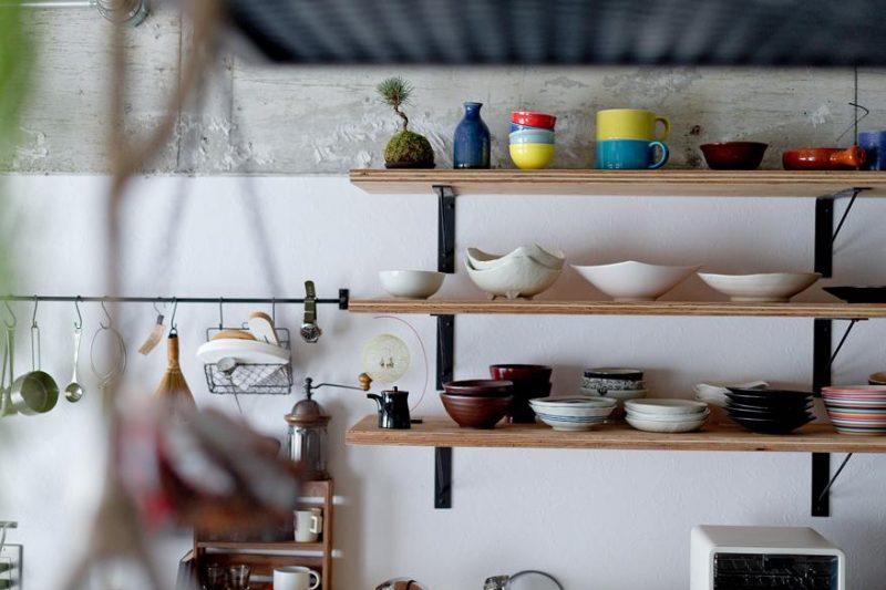 見せる収納ができる棚を作ったキッチン