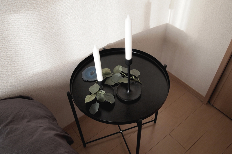 台が外せるベッドサイドテーブル