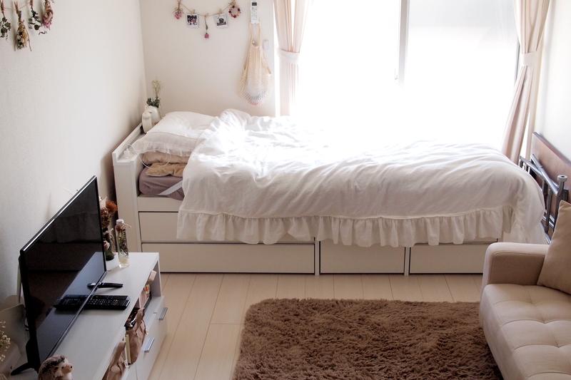 窓際のベッド
