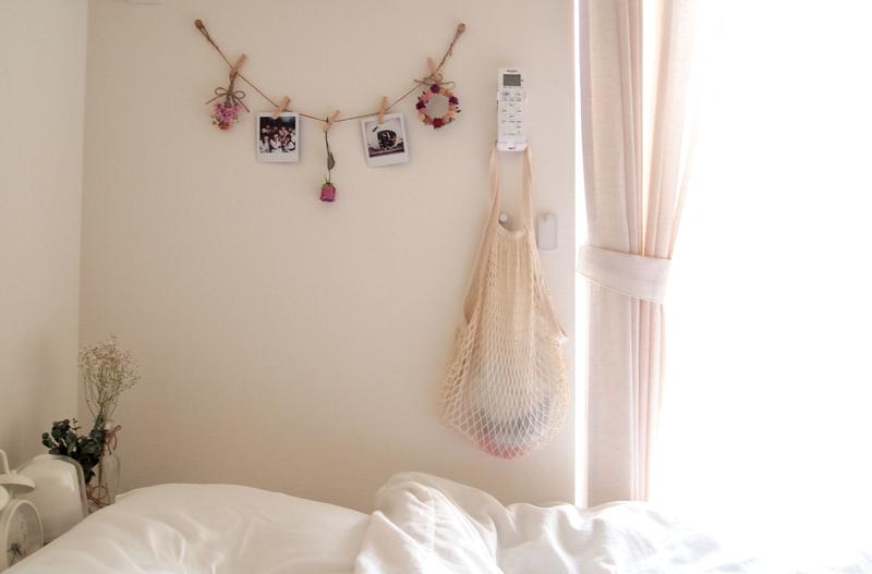 ベッド横の手づくりのガーランド
