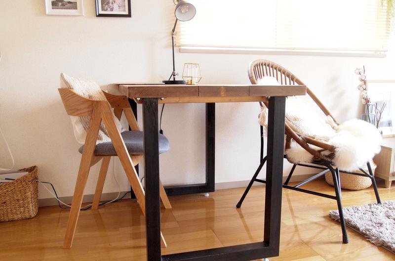 存在感のあるダイニングテーブル