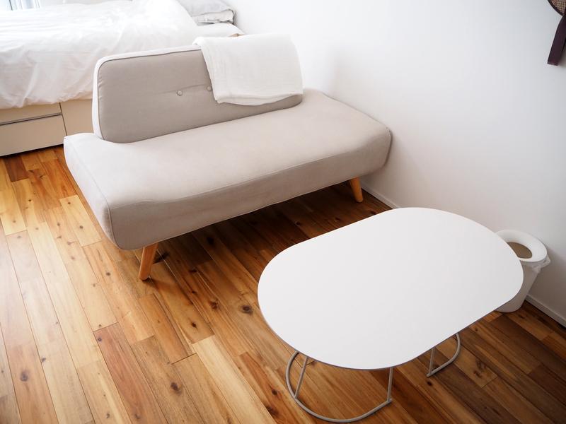 ローテーブルとソファ