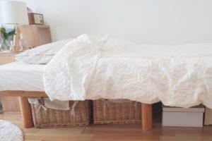 ベッド下にはオフシーズンの服を収納