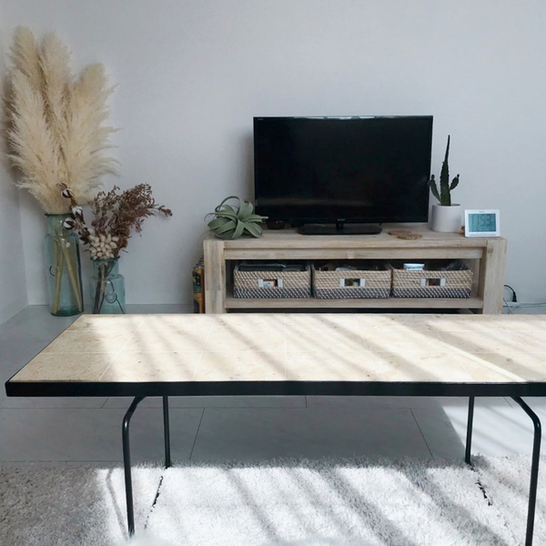家具購入の合間にファブリックや植物を足していく