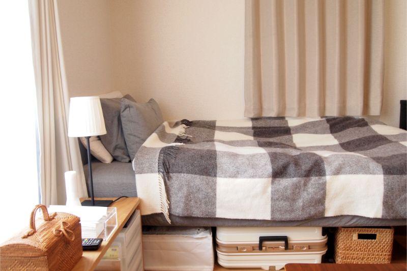 収納スペースを考えた高さのあるベッド