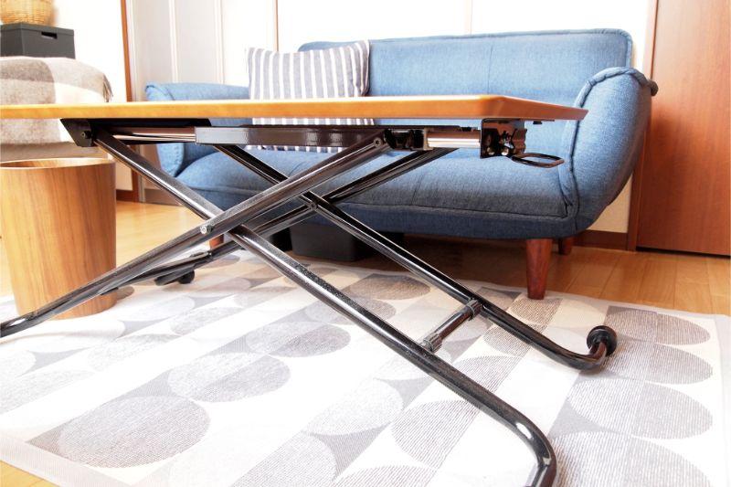 高さ調節ができるテーブル