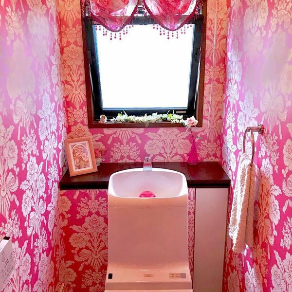 ピンクでコーディネートしたトイレ