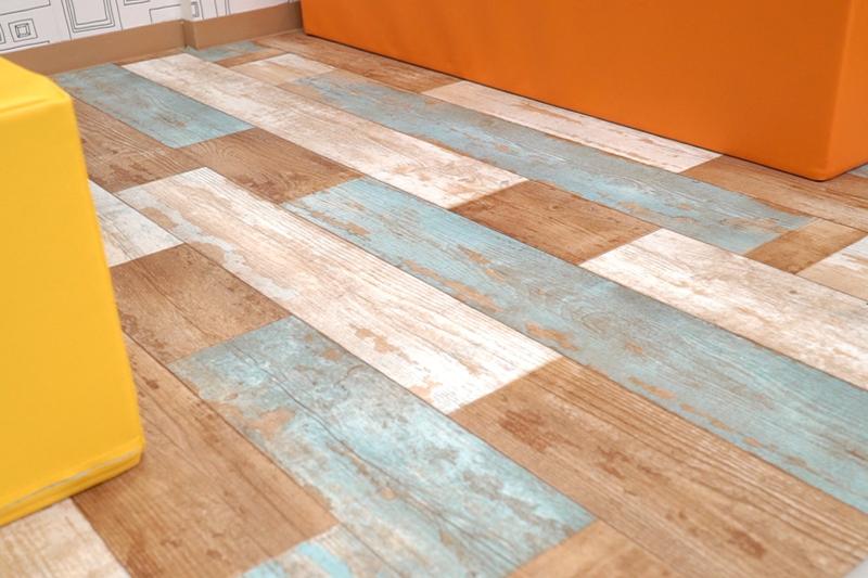 フロアシート張替え後の床写真