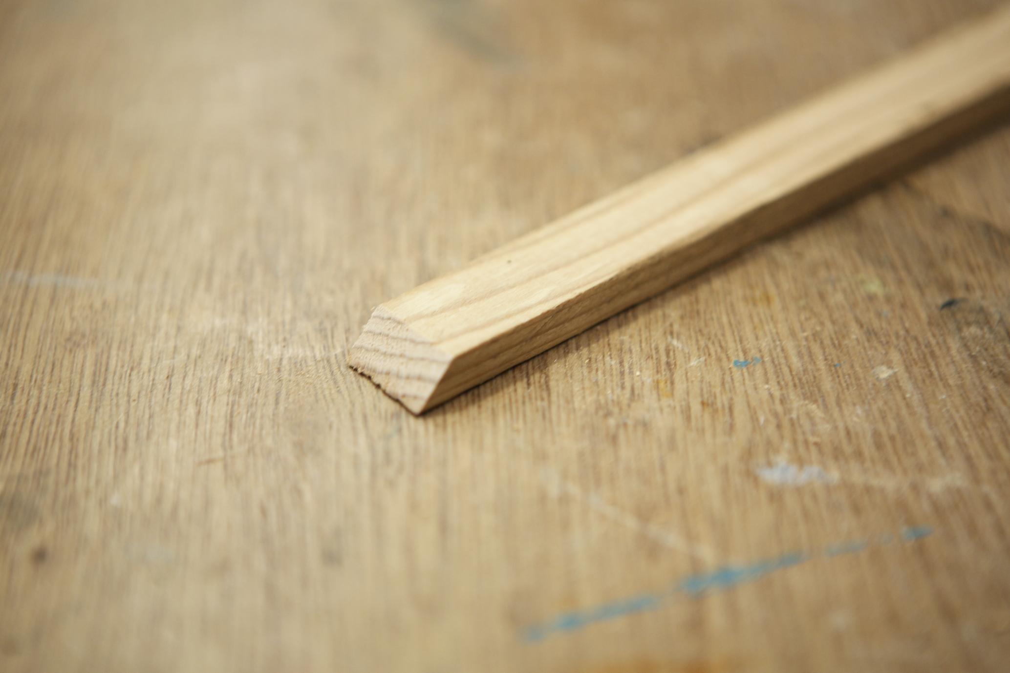 テーブルの縁になる木材をカットしたところ