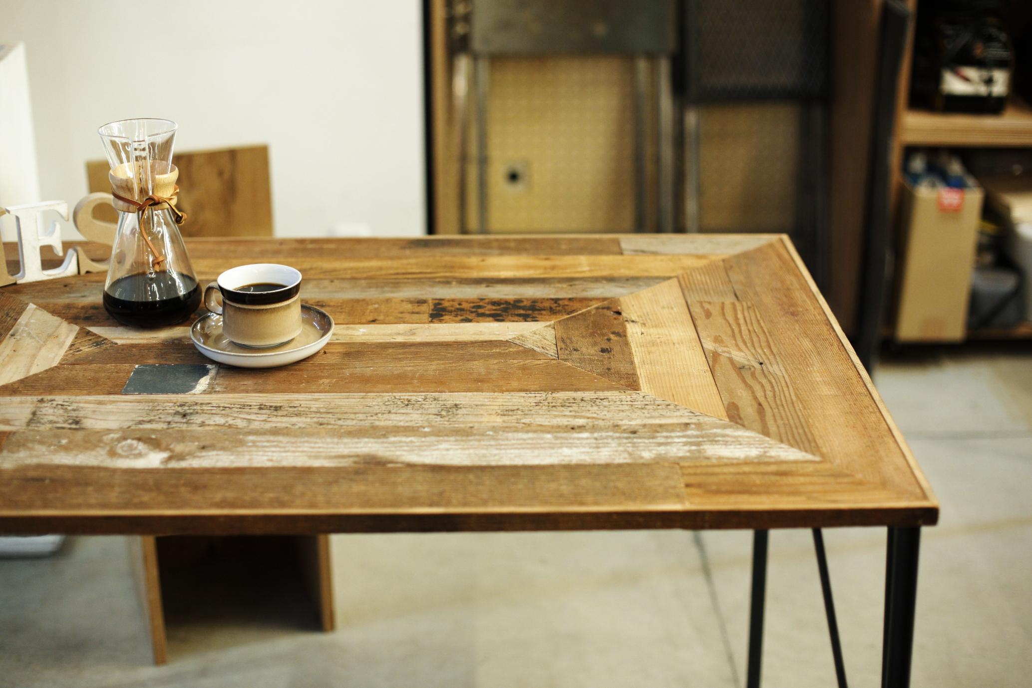 古材とアイアンのリビングテーブル