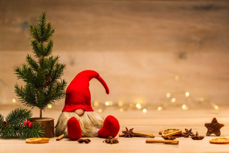 小ぶりなクリスマスツリーでインテリアにワンポイント