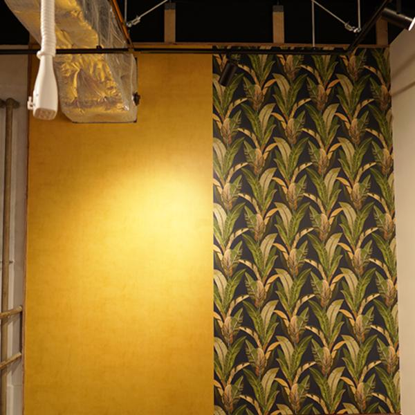 黄色と植物柄の壁紙