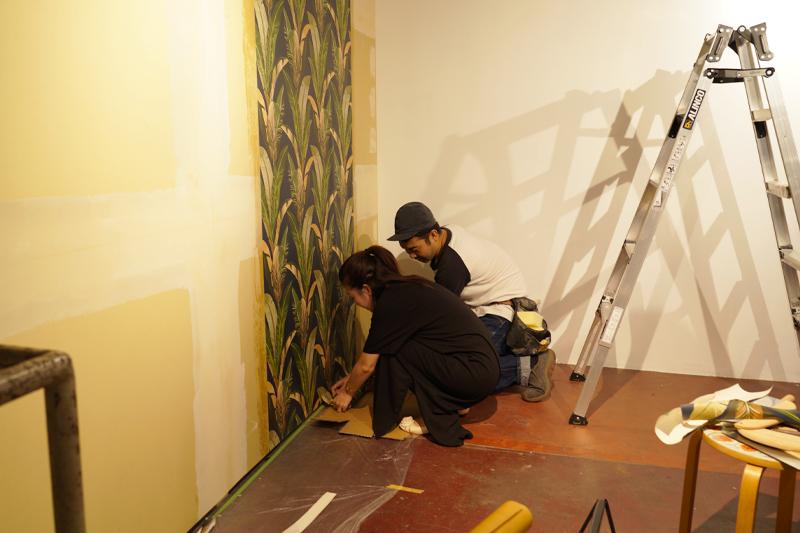 壁際の紙をカット