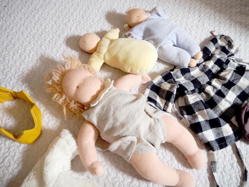 手づくりの人形や洋服