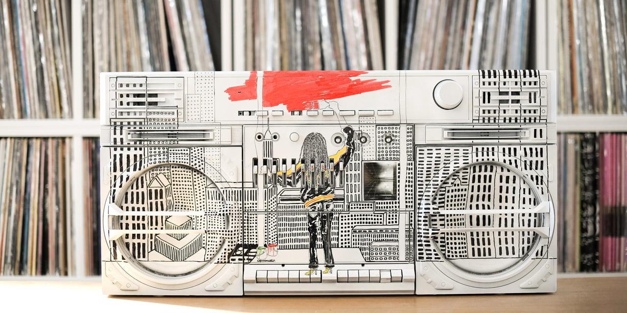 あの人の偏愛部屋 vol.2|壁一面に並べられたレコード愛が過ぎる部屋(テガキさん)