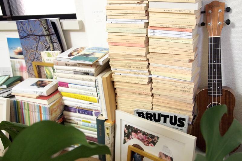 書籍を荷造りする