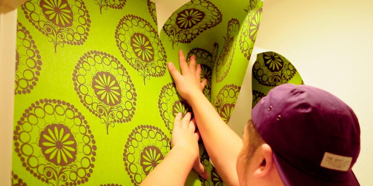 【2分でわかる】賃貸でもOK!貼ってはがせる壁紙の貼り方(壁紙でお部屋改造)