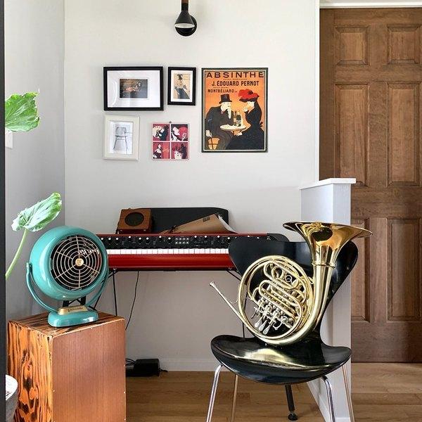 楽器スペースの椅子
